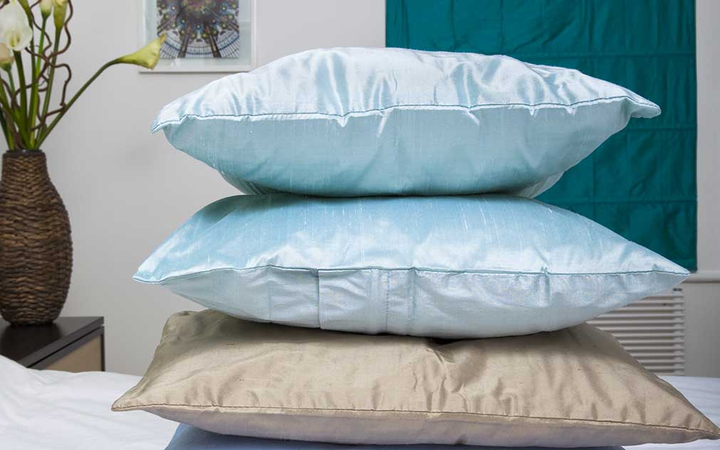 Your Pillowcase can make all the Difference in the World: Silk versus Cotton